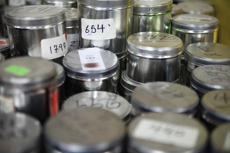 industriales: agrupación de los recipientes de pintura industriales