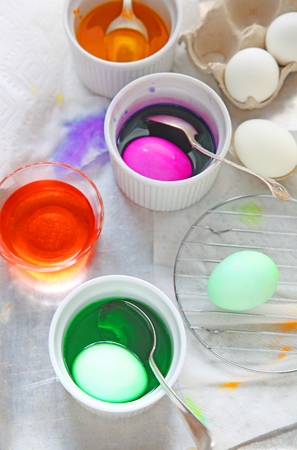 Coloring eggs for Easter, vertical view Banque d'images
