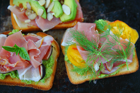 Open-faced sandwiches with tomato, figs, avocado and dill