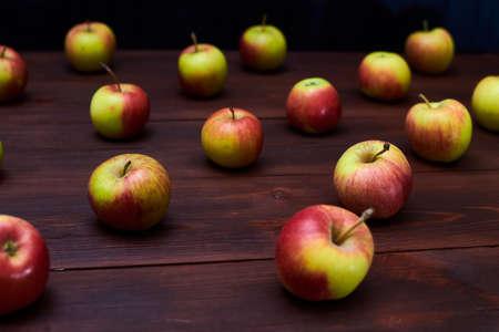 Fresh red-green apples on a wooden background. Standard-Bild - 151424615