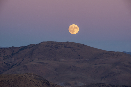 Moonrise in Reno Nevada 스톡 콘텐츠 - 115032744