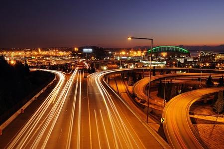 Seattle autopistas con rayas de colores de la luz del tráfico que se mueve rápidamente Foto de archivo - 10448408