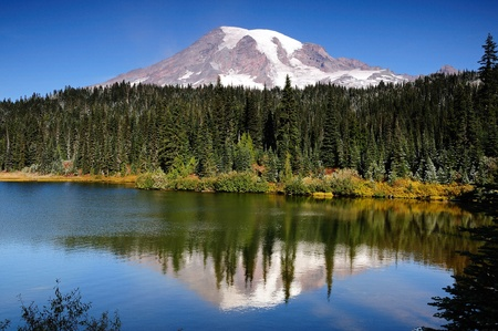 mt: Scenic view of Mount Rainier reflected across the reflection lakes on a clear day Stock Photo