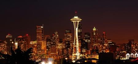 dazzling: Dazzling image of the emerald city of Seattle skyline at dusk