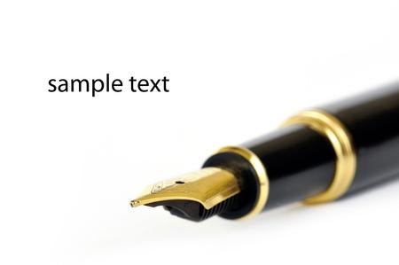foglio a righe: Sfondo l'educazione con una penna stilografica su bianco e l'abbondanza di spazio per il testo Archivio Fotografico