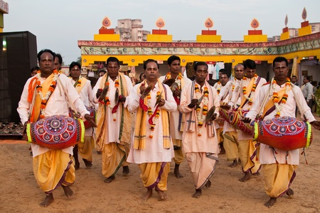 BHUBANESWAR, INDIA - DECEMBER 20: Traditional Folk singers perform at the Toshali National Crafts fair on December 20, 2011 in Bhubaneswar, Orissa, India. It is the largest crafts fair in India. Publikacyjne