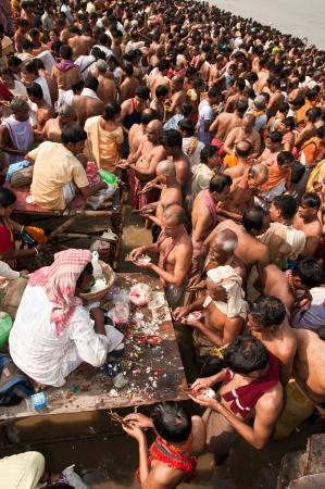 KOLKATA, INDIA - OCTOBER 15: Hindu pilgrims perform prayer on the auspicious Mahalaya Tarpan ceremony on October 15, 2012 at Babughat in Kolkata, West Bengal, India. Stock Photo - 15850062