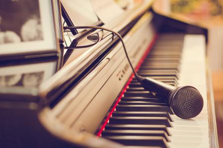Pianotoetsenbord en microfoon