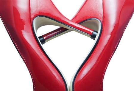 Detalle de zapatos rojos formando un corazón
