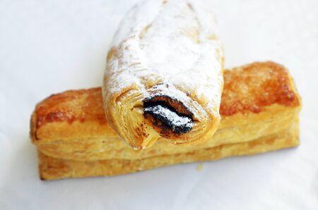 napoletana: Napoletano dolce tipico dolce andaluso ripieno di cioccolato