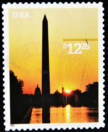 unites: USA - CIRCA 2001: A stamp printed in Unites States of America showing washington monument, circa 2001