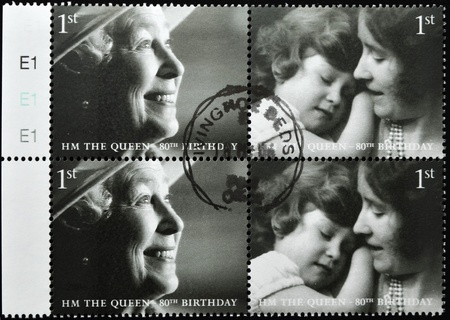 queen elizabeth: UNITED KINGDOM - CIRCA 2002: A stamp printed in United Kingdom shows Queen Elizabeth II, serie, circa 2002.