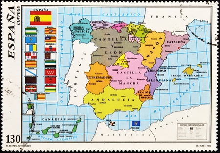galizia: SPAGNA - CIRCA 1996: Un timbro stampato in Spagna mostra la mappa della Spagna con le comunit� autonome, circa 1996 Archivio Fotografico