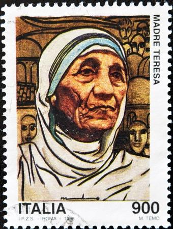 philatelist: ITALIEN - CIRCA 1998: Ein Stempel in Italien gedruckt zeigt Mutter Teresa, ca. 1998