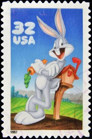 conejo caricatura: Estados Unidos - alrededor de 1997: Un sello impreso en Estados Unidos muestra Bugs Bunny, alrededor de 1997