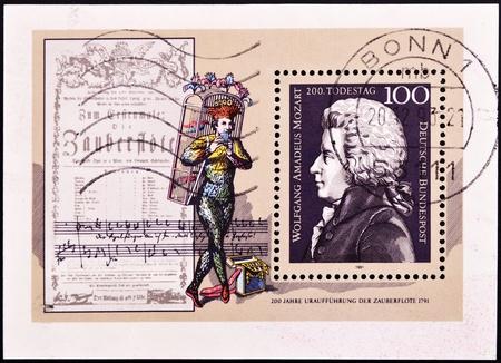 amadeus mozart: Alemania - CIRCA 1991: Un sello impreso en Alemania muestra la imagen de Wolfgang Amadeus Mozart, alrededor de 1991