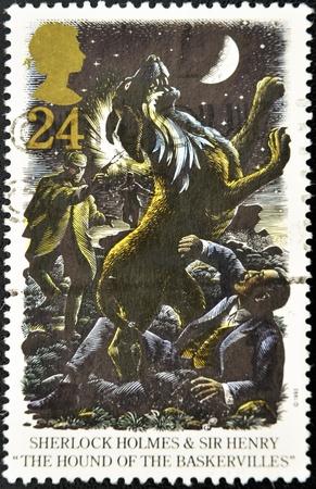 """great britain: ROYAUME-UNI - CIRCA 1993: Un timbre imprim� en Grande-Bretagne montre Sherlock Holmes et Sir Henry dans """"Le Chien des Baskerville"""", circa 1993"""