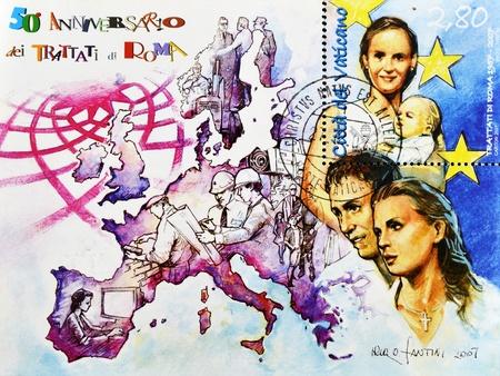 VATICANO - circa 2007: un sello impreso en el Vaticano conmemora el 50 aniversario del Tratado de Roma constitutivo de la Unión Europea, circa 2007
