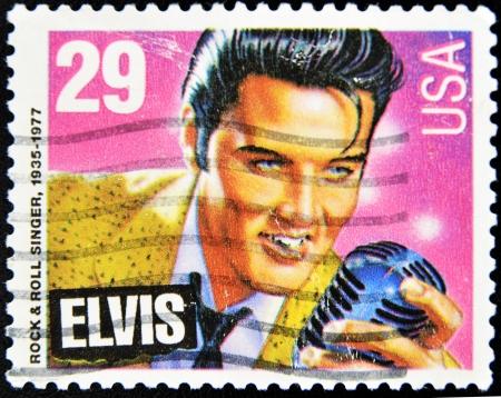 timbre postal: EEUU - alrededor de 1980: Sello impreso en Estados Unidos mostrando a Elvis Presley, alrededor de 1980