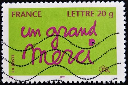 """philatelist: FRANKREICH - CIRCA 2000: Ein Stempel in Frankreich gedruckt zeigt W�rter auf Franz�sisch """"ein gro�es Dankesch�n"""", circa 2000 Lizenzfreie Bilder"""