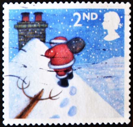 UNITED KINGDOM - CIRCA 2004: A stamp printed in England, shows Santa Claus, walking toward chimney in snow, circa 2004  Stock Photo - 11099013