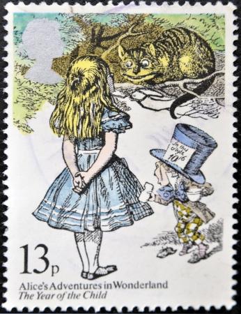 cheshire cat: REINO UNIDO - CIRCA 1979: Un sello impreso en Gran Breta�a muestra Alice