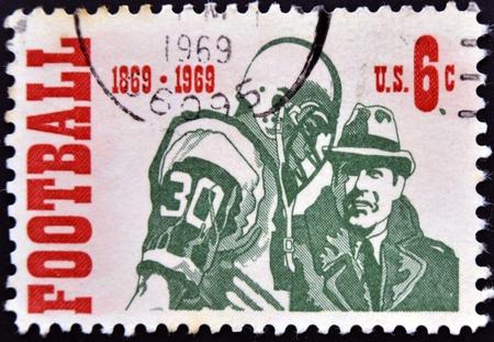 philatelist: UNITED STATES OF AMERICA - CIRCA 1969: Eine Briefmarke Gedruckt in den USA gewidmet ist American Football, circa 1969 Lizenzfreie Bilder