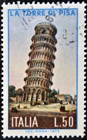 pisa: ITALIË - CIRCA 1973: een stempel gedrukt in Italië toont beeld van de toren van Pisa, Italië, circa 1973