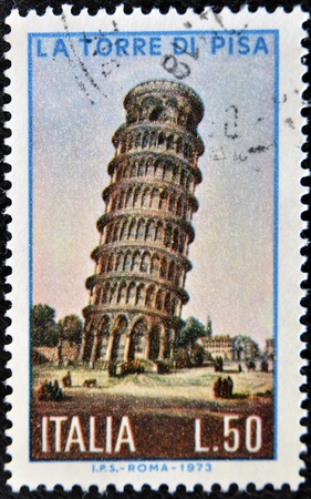 philatelist: ITALIEN - circa 1973: eine Briefmarke in Italien gedruckt zeigt Bild der Turm von Pisa, Italien, circa 1973 Editorial