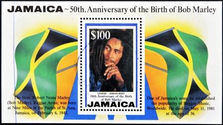 a bob: JAMAICA - CIRCA 1995: Un sello impreso en Jamaica para conmemorar el 50 aniversario del nacimiento de Bob Marley, alrededor del a�o 1995