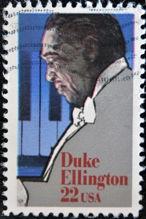 ESTADOS UNIDOS DE AMÉRICA - CIRCA 1999: sello impreso en los EE.UU. muestra Duke Ellington, compositor, pianista y director de orquesta grande, alrededor del año 1999