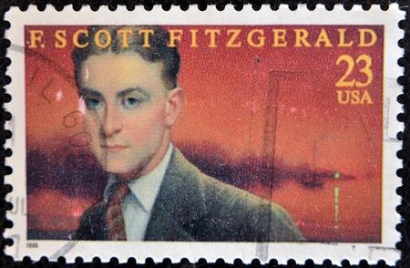 ESTADOS UNIDOS DE AMÉRICA - CIRCA 1996: sello impreso en los EE.UU. espectáculo muestra F. Scott Fitzgerald, escritor estadounidense de novelas e historias cortas, alrededor del año 1996