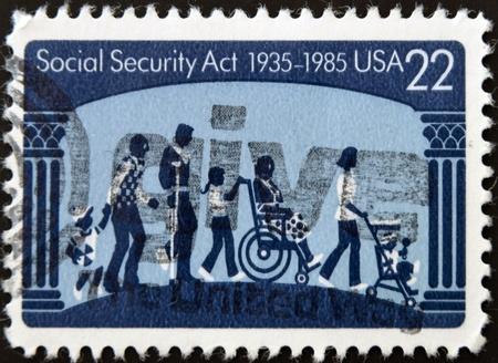 s�curit� sociale: �TATS-UNIS D'AM�RIQUE - CIRCA 1985: Un timbre imprim� aux Etats-Unis d�di� � la s�curit� sociale acte, vers 1985