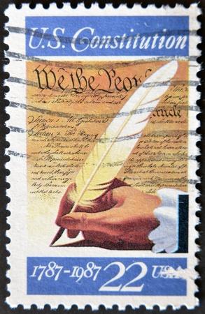 constitucion: EE.UU. - CIRCA 1987: Un sello impreso en los EE.UU. muestra la imagen de la dedicada a la Constituci�n de los EE.UU. 1787-1987, alrededor del a�o 1987.