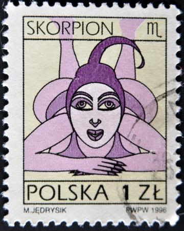 escorpio: POLONIA - CIRCA 1996: Un sello impreso en Polonia muestra signo del zodiaco - escorpi�n, alrededor de 1996 Foto de archivo