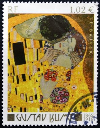 philatelist: FRANKREICH - CIRCA 2002: Ein Stempel in Frankreich gedruckt zeigt Der Kuss von Gustav Klimt, um 2002