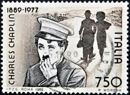 philatelist: ITALIEN - CIRCA 1989: Briefmarke von Italien feiert 100 Jahre von der Geburt von Charles Chaplin, circa 1989 gedruckt.
