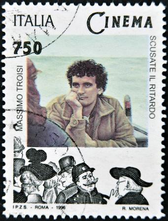 screenwriter: ITALIA - CIRCA 1996: Un timbro stampato in Italia mostra Massimo Troisi, circa 1996
