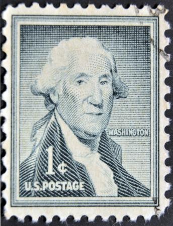 george washington: ESTADOS UNIDOS DE AM�RICA - CIRCA 1954: un sello impreso en los EE.UU. muestra a George Washington, primer presidente de EE.UU. 1789-1797, alrededor del a�o 1954 Editorial