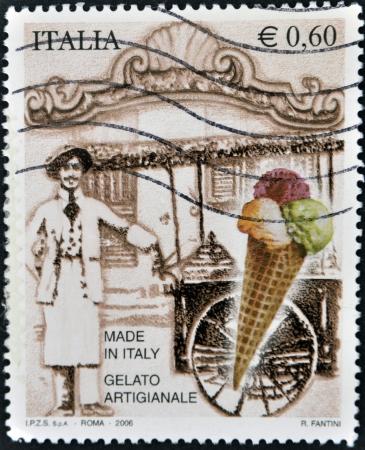 sello postal: Italia - CIRCA 2006: Un sello impreso en Italia dedicado a los helados, alrededor de 2006