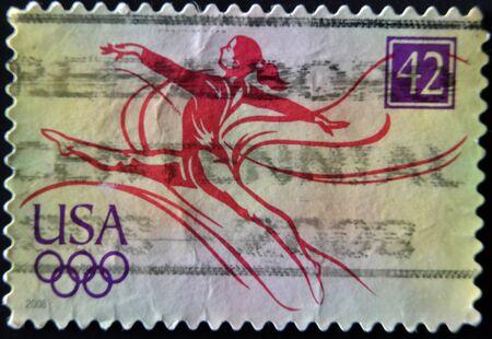 rhythmic gymnastic: ESTADOS UNIDOS DE AM�RICA - CIRCA 2008: Un sello impreso en los EE.UU. muestra una bailarina de la gimnasia r�tmica, alrededor del a�o 2008 Editorial