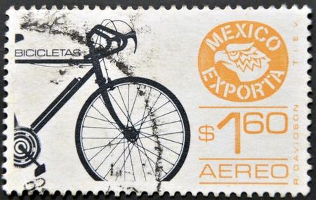 philatelist: MEXIKO - CIRCA 1975: Eine Briefmarke gedruckt in Mexiko gewidmet von Fahrr�dern aus Mexiko zu exportieren, ca. 1975