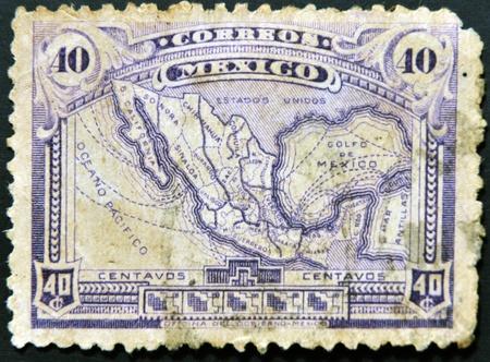 philatelist: MEXICO - CIRCA 1915: Ein Stempel in Mexiko gedruckt zeigt Karte von Mexiko mit dem Schienennetz, circa 1915