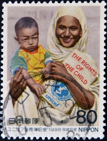 unicef: GIAPPONE - CIRCA 1996: Un timbro stampato in Giappone dimostra Unicef ??madre e il bambino, circa 1996