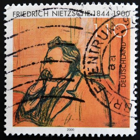 philatelist: DEUTSCHLAND - CIRCA 2000: Eine Briefmarke gedruckt in Deutschland zeigt, Friedrich Nietzsche, um 2000