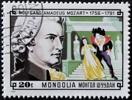 amadeus mozart: MONGOLIA - CIRCA 1981: Un sello impreso en Mongolia demuestra la imagen del famoso compositor Wolfgang Amadeus Mozart, alrededor de 1981