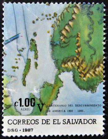 mapa de el salvador: EL SALVADOR - CIRCA 1987: Un sello impreso en El Salvador muestra el mapa, alrededor del a�o 1987 Editorial