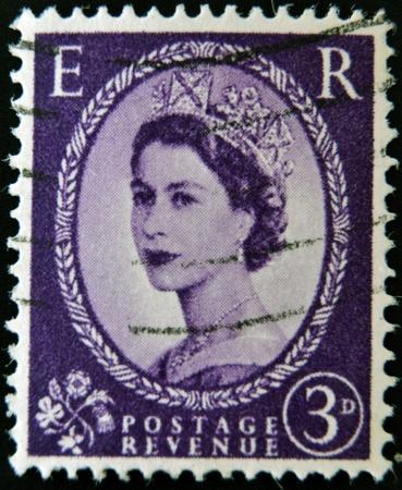 wilding: UNITED KINGDOM - CIRCA 1952: A postage stamp printed inGreat Britain showing a portrait of queen Elizabeth II, circa 1952.  Editorial