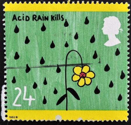lluvia acida: REINO UNIDO - CIRCA 1992: Un sello impreso en Gran Breta�a dedicada a la lluvia �cida mata, alrededor del a�o 1992