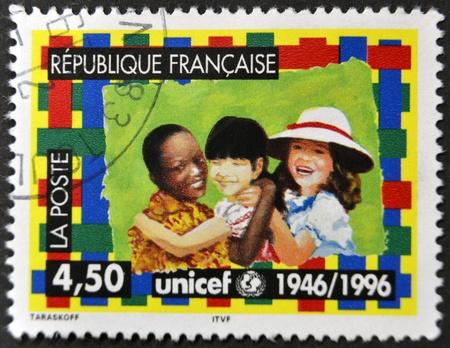 unicef: FRANCIA - CIRCA 1996: Un timbro stampato in Francia dedicata a UNICEF, circa 1996 Editoriali